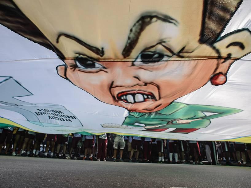 Faixa na praia de Copacabana durante protesto contra o governo de Dilma Rousseff