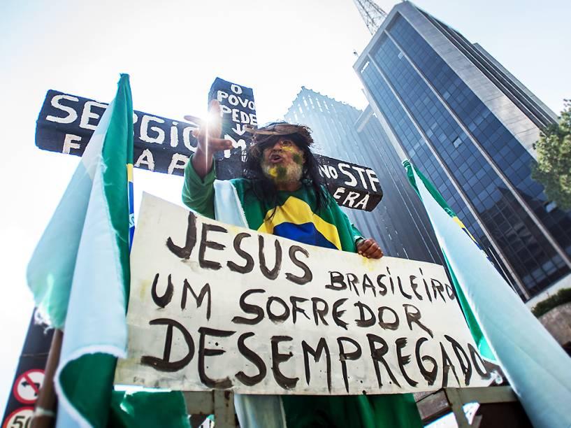 Em São Paulo, manifestante contra o governo de Dilma Rousseff