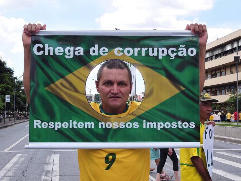 Protesto contra o governo da presidente Dilma Rousseff e contra o PT (Partido dos Trabalhadores) na cidade de Belo Horizonte