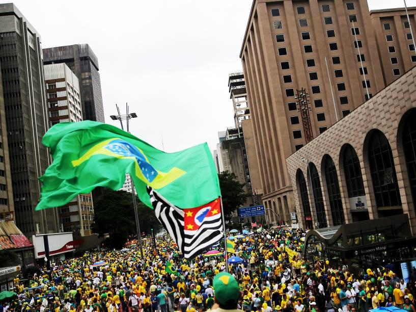 Protesto contra o governo de Dilma Rousseff, na Avenida Paulista, em São Paulo (SP), na tarde deste domingo (13)