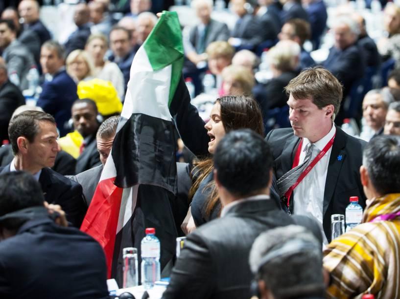 Manifestante palestina invade o 65º Congresso da Fifa em Zurique, na Suíça - 29/05/2015
