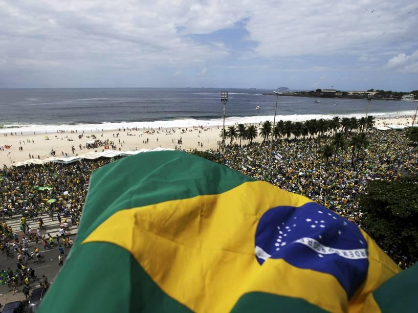 Ato contra a corrupção e a presidente Dilma Rousseff, em Copacabana, Rio de Janeiro, neste domingo (13)