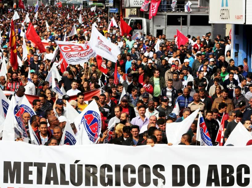 Sindicato dos Metalúrgicos do ABC realiza protesto no centro de São Bernardo do Campo (SP), contra o Projeto de Lei que amplia as terceirizações e as medidas provisórias 664 e 665, sobre direitos trabalhistas e o ajuste fiscal