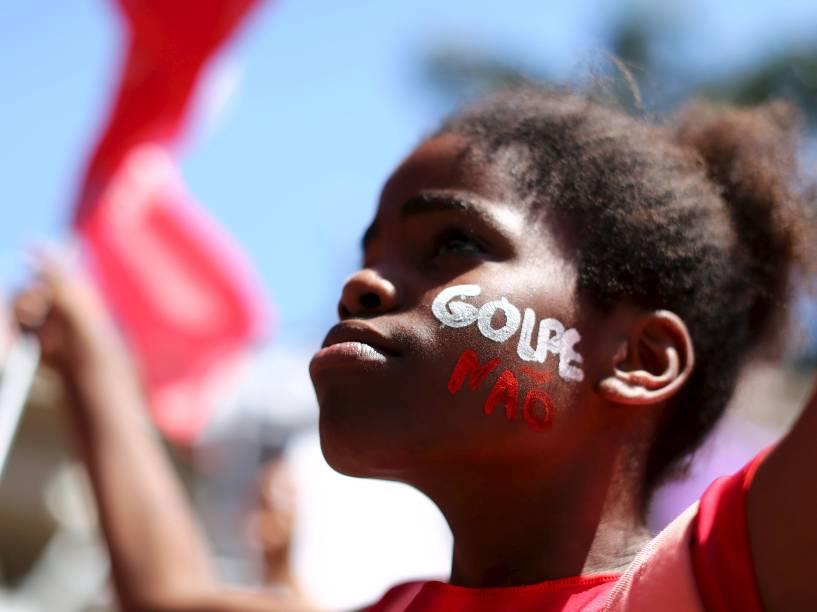 Manifestantes contrários ao impeachment da Presidente Dilma Rousseff, na Esplanada dos Ministérios, em Brasília (DF) - 17/04/2016