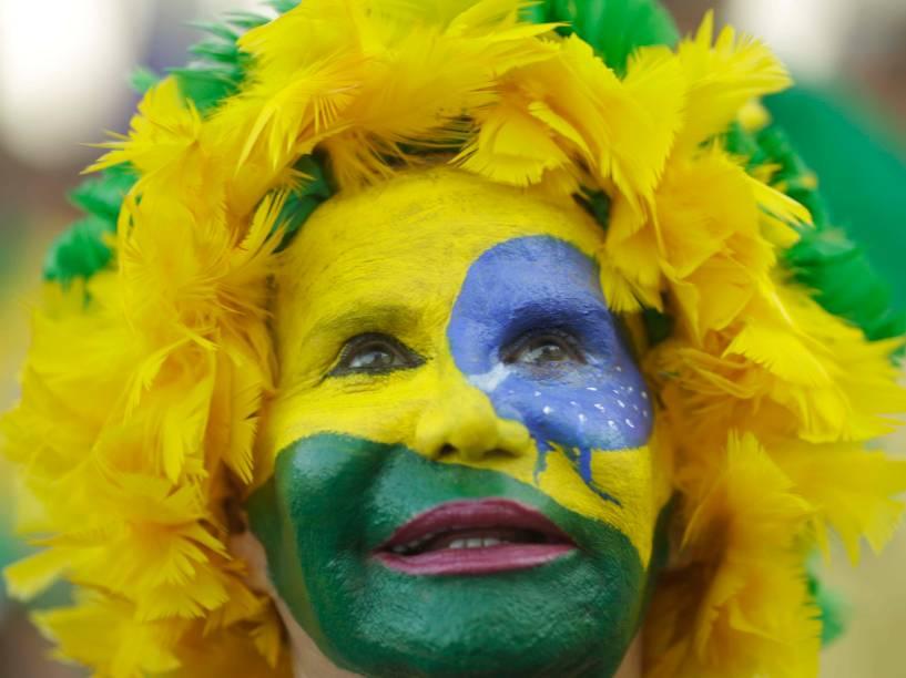 Manifestante pinta o rosto de verde e amarelo para demonstrar apoio ao Impeachment, no Rio de Janeiro - 17/04/2016