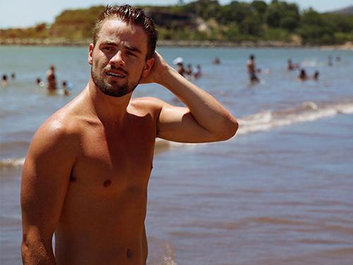 Rafael adora curtir uma praia