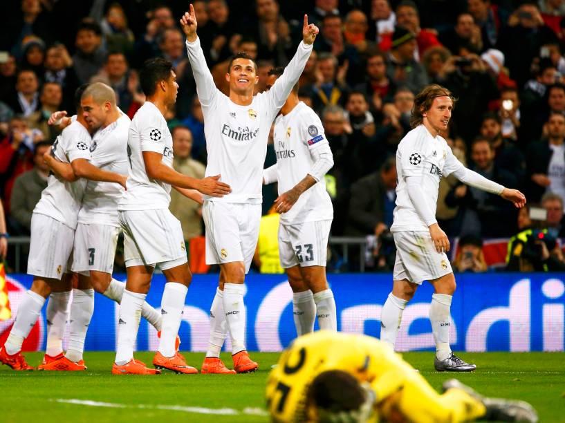 Cristiano Ronaldo comemora gol, na vitória do Real Madrid sobre a Roma, por 2 a 0, pelo jogo de volta, das oitavas-de-final da Liga dos Campeões da UEFA, na tarde desta terça-feira (08)