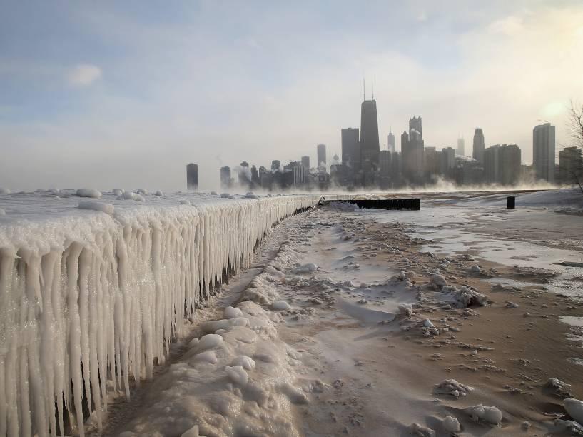 Gelo ao longo do Lago Michigan, em Chicago. Em janeiro de 2014, as temperaturas negativas bateram o recorde das duas últimas décadas nos EUA