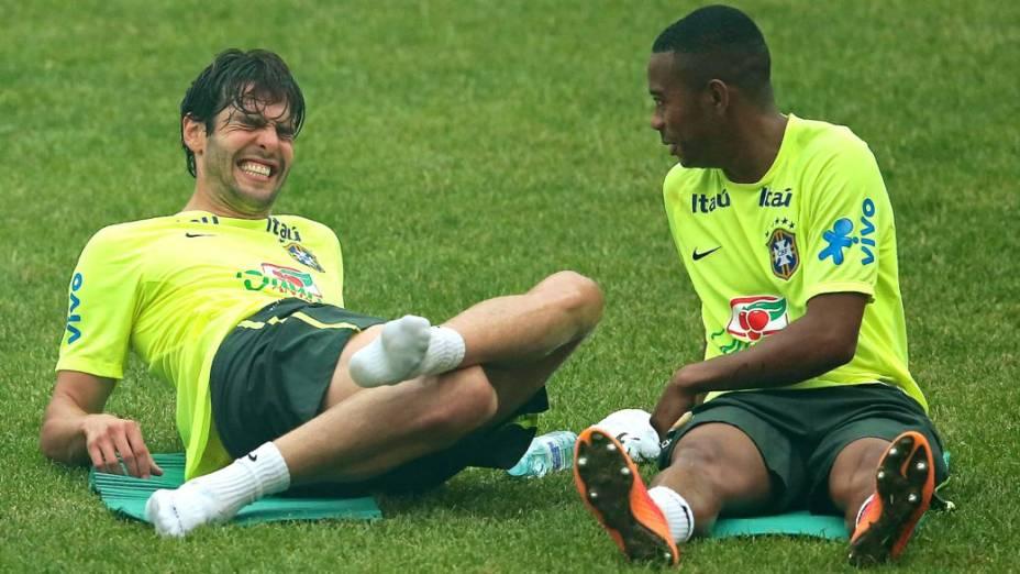 Kaká e Robinho no segundo treino da seleção antes do Superclássico das Américas, em Pequim