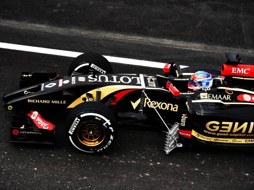 Romain Gosjean, da Lotus, faz treino livre em Interlagos