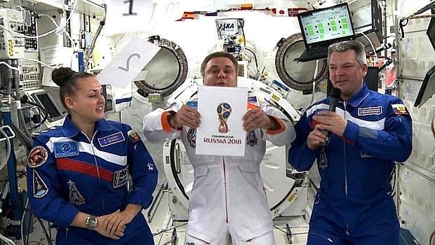 Astronautas russos apresentam logo da Copa de 2018