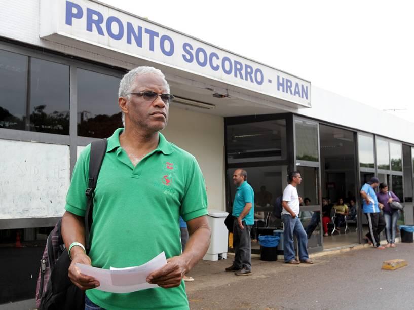 O carregador Cícero Santos procurou o Hospital Regional da Asa Norte, um dos principais de Brasília, para um atendimento de emergência. Depois de esperar por horas, ele foi encaminhado para um posto de saúde porque não havia médico para atendê-lo