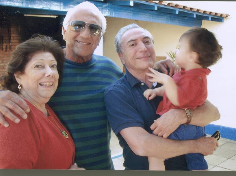 A cunhada Wally Lulia, o irmão Adib Temer, Michel e Michelzinho