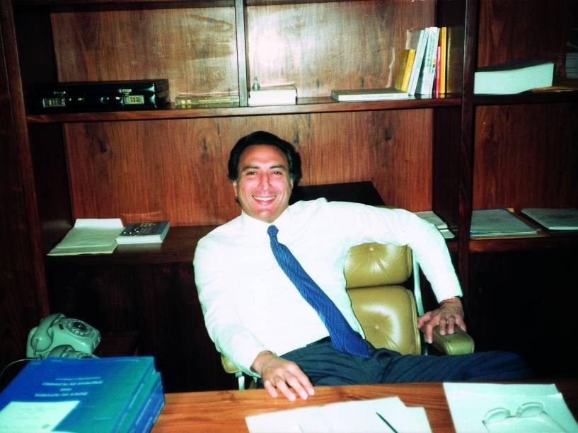 Michel Temer em seu gabinete de deputado federal, durante seu primeiro mandato, no final dos anos 1980