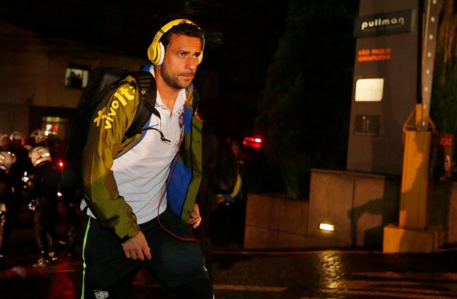 Já em São Paulo, Fred demonstra concentração para primeiro jogo