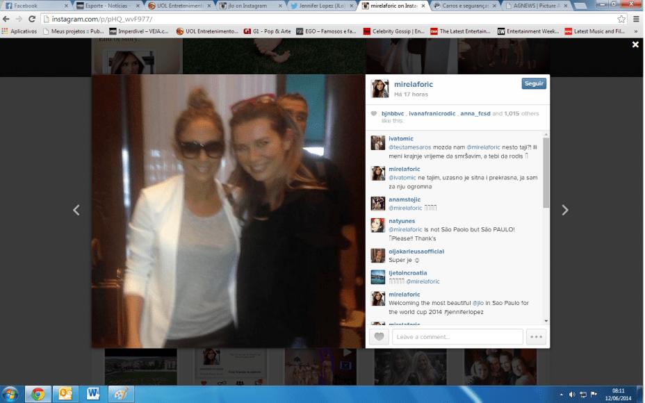 Jennifer Lopez, já no Brasil, ao lado de Mirella Foric, mulher do capitão da Croácia, Darijo Srna