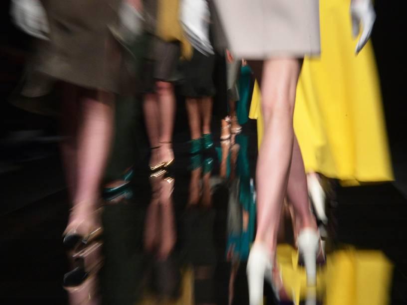 Modelos apresentam criação da Anteprima, durante a Semana de Moda de Milão, na Itália