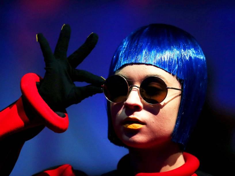 Modelo apresenta coleção de óculos da Marni & Marchon, durante a Semana de Moda em Milão, na Itália