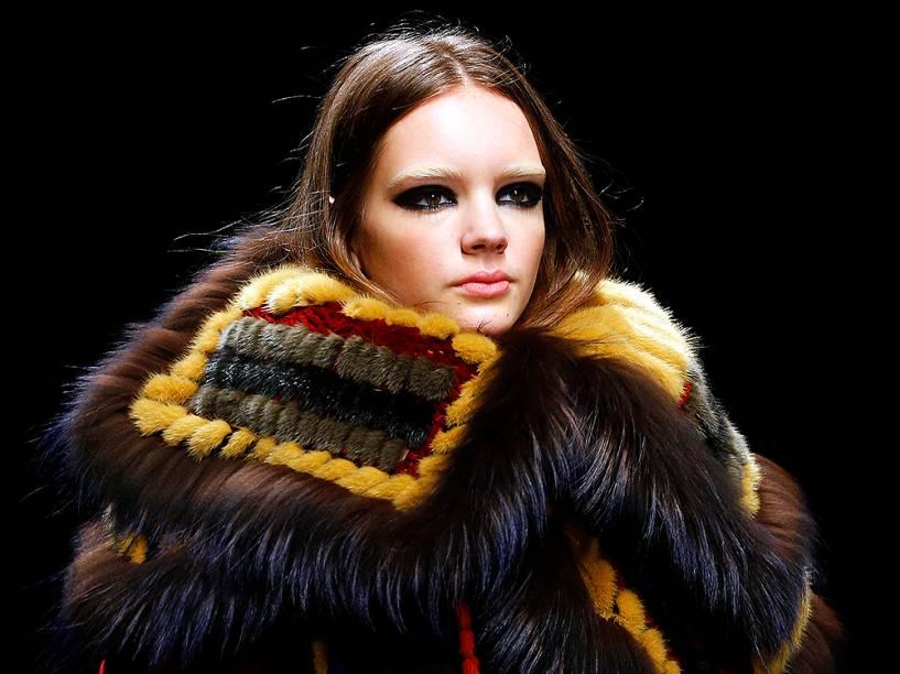 Modelo apresenta criação da DSquared2, na Semana de Moda em Milão, na Itália