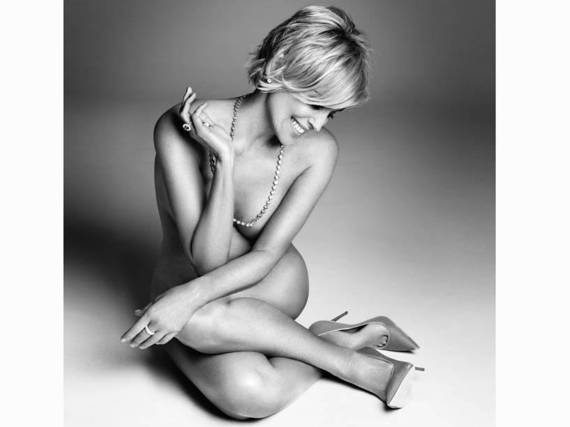 Aos 57 anos, Sharon Stone posa nua para a Harpers Bazaar