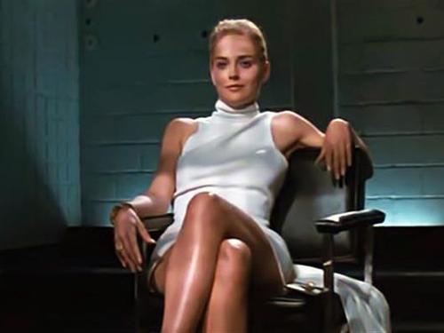 Sharon Stone em cena de Instinto Selvagem
