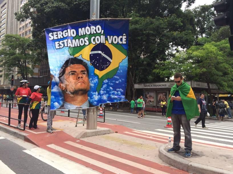 Movimentação do protesto contra o governo Dilma Rousseff (PT) na Avenida Paulista em São Paulo, SP, neste domingo (13). A manifestação foi organizada pelo movimento Vem Pra Rua