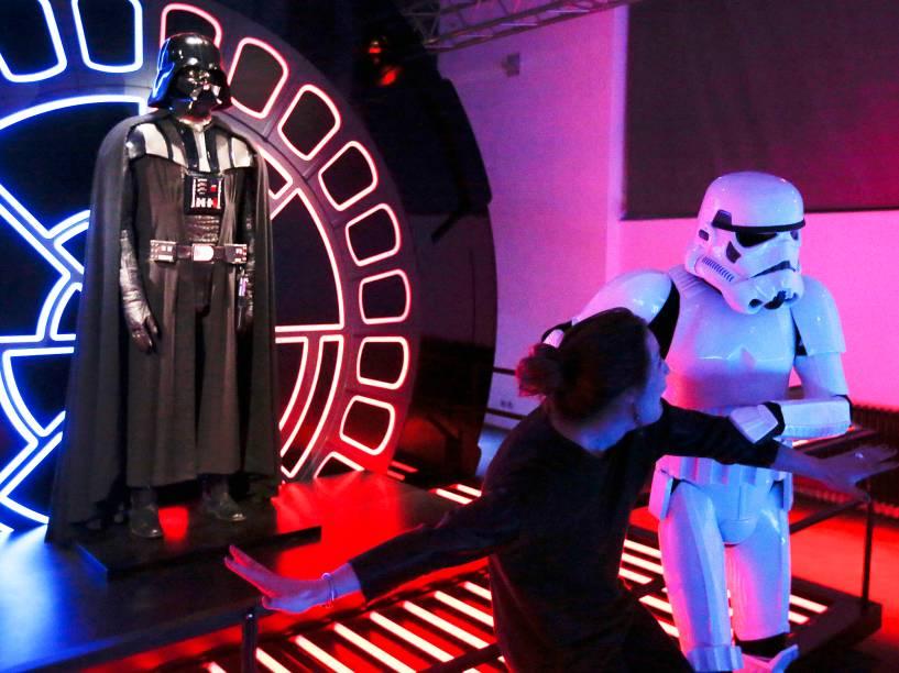 Público se prepara para assistir o filme Star Wars: O despertar da força  em Viena capital da Áustria, nesta quinta-feira (17)