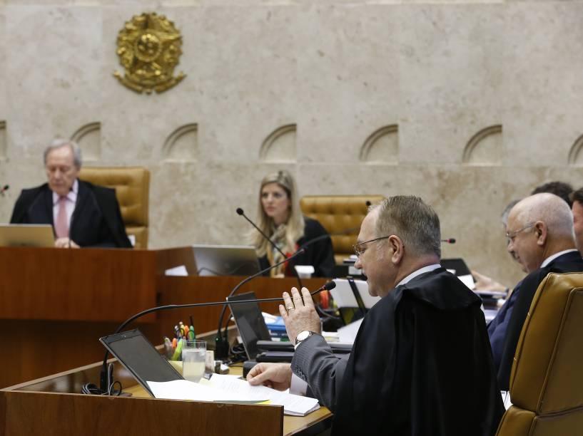 Os ministros do STF se reúnem para discutir como deve ser rito para pedido de impeachment da presidente Dilma Rousseff adotado na Câmara dos Deputados, nesta quarta-feira (16), em sessão do Supremo Tribunal Federal, em Brasília (DF)