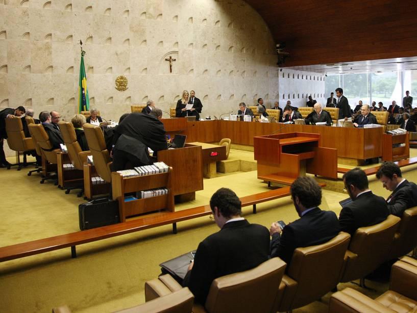 O STF (Supremo Tribunal Federal) retoma, nesta quinta-feira (17), o julgamento sobre o rito do processo de impeachment da presidente Dilma Rousseff. O pedido de destituição foi aceito pelo presidente da Câmara, Eduardo Cunha (PMDB-RJ)
