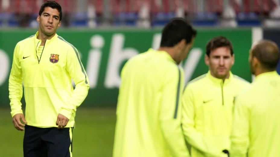 Luis Suárez, que defendeu o Ajax no início de sua carreira no futebol europeu, retorna a Amsterdã para enfrentar seu ex-clube pela Liga dos Campeões