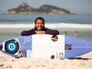 Silvana Lima, na etapa brasileira do Mundial de Surfe