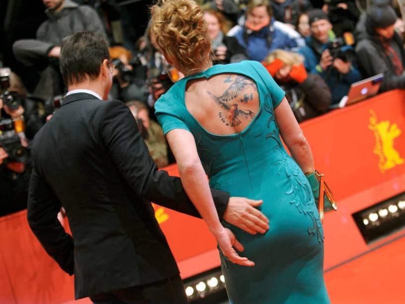 O casal Jan Josef Liefers e Anna Loos durante a abertura da 65ª edição do Festival Internacional de Cinema de Berlim, nesta quinta-feira (05)