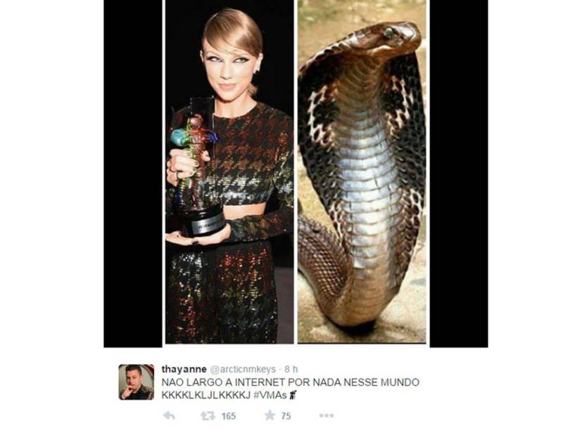 Para aguns fãs, a angelical Taylor Swift parecia uma cobra