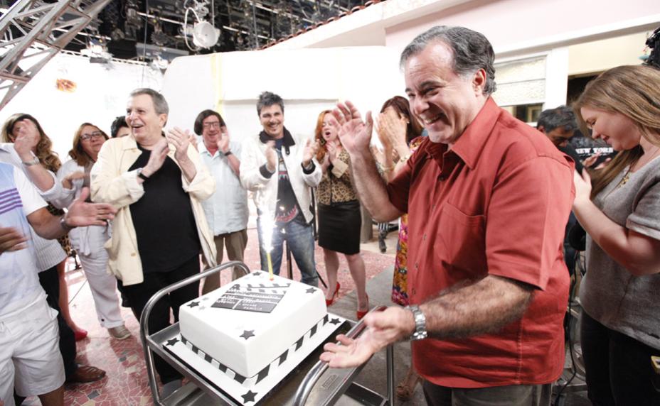 Atores e equipe técnica comemoram o final das gravações de A Grande Família