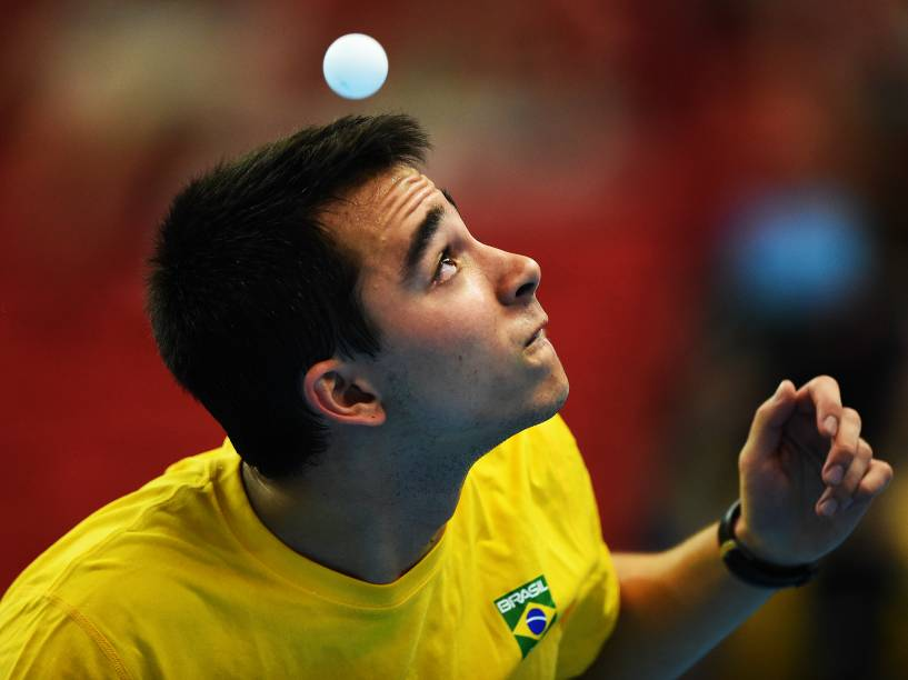 Hugo Calderano, da equipe brasileira, durante a disputa masculina pela medalha de ouro contra a equipe do Paraguai na competição de tênis de mesa dos Jogos Pan-Americanos 2015