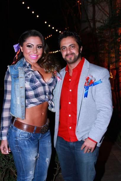 Thammy Miranda (direita) e a namorada, Andressa Ferreira