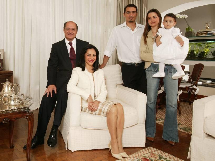 Geraldo Alckmin Filho, governador de São Paulo, do PSDB, com a esposa Maria Lúcia Alckmin, a neta Isabela, o filho Thomaz Alckmin e a nora Fabíola