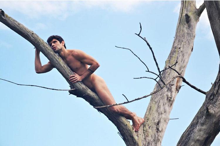 Tiago Homci, o Edu da novela Haja Coração, como veio ao mundo - mas com uma árvore