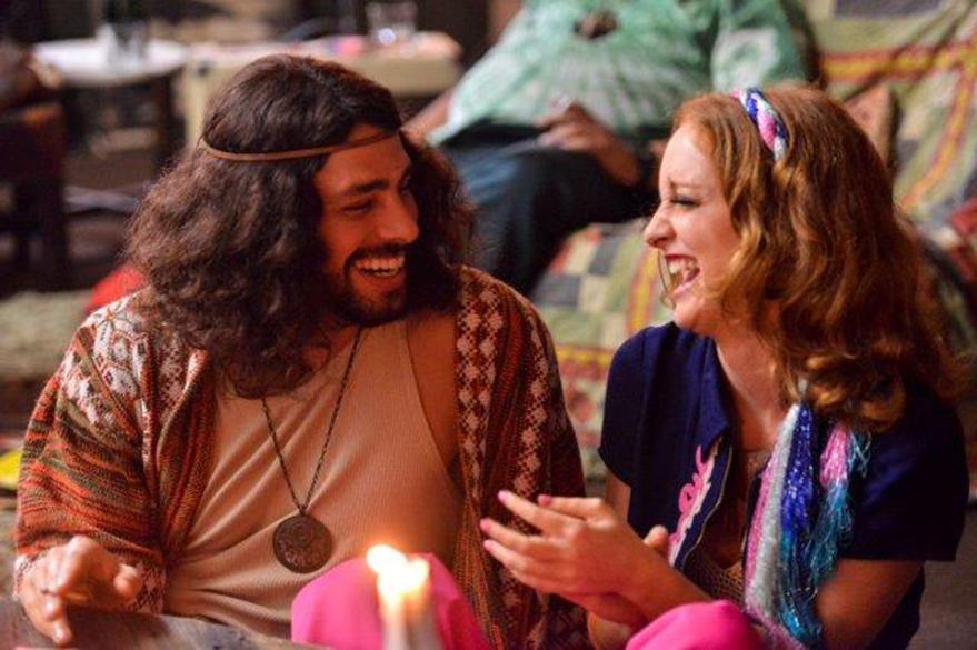 Cauã Reymond e Laila Zaid em cena do filme Tim Maia