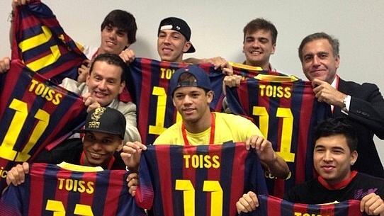 """""""Los Toiss"""", como são chamados os amigos de Neymar, foram à apresentação do atacante"""