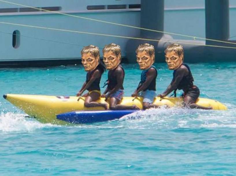 Meme do retrato de Tom Brady se divertindo em cima de uma banana boat