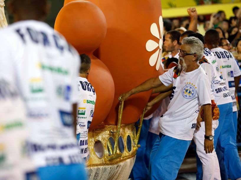 Movimentação de trabalhadores das escolas de samba do grupo especial do Carnaval 2016, no Sambódromo Marquês de Sapucaí, no Rio de Janeiro (RJ)
