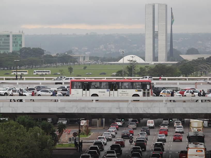 Congestionamentos são frequentes nas principais vias da capital