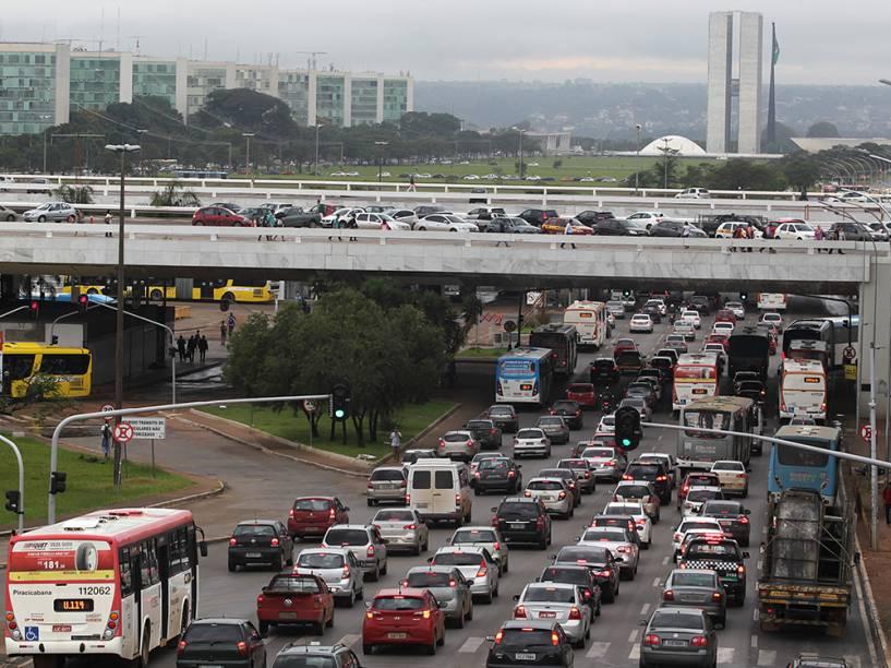 Com poucas obras de mobilidade, a situação do trânsito se agravou na gestão de Agnelo
