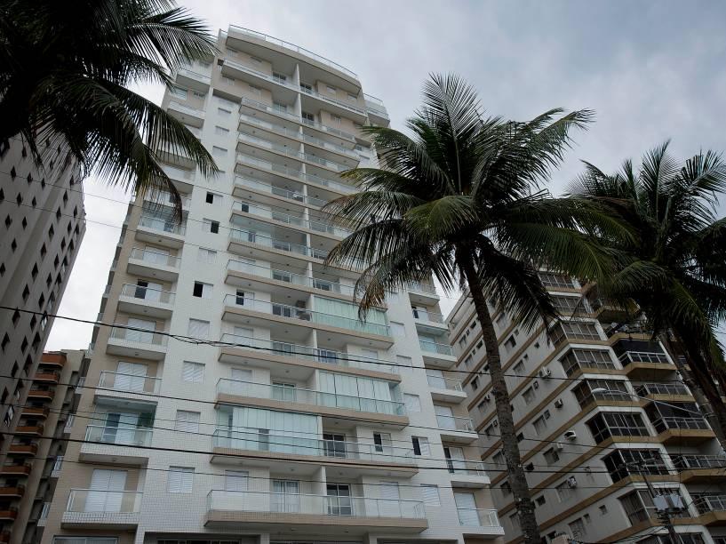 Triplex Lula - Fachada do Condomínio Solaris, na praia das Astúrias, no Guarujá (SP)