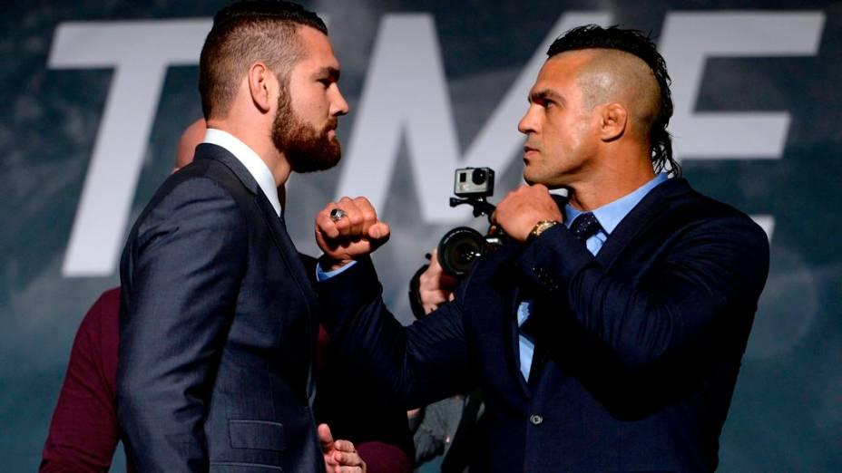 Chris Weidman e Vitor Belfort no evento de divulgação da temporada 2015 do UFC, em Las Vegas