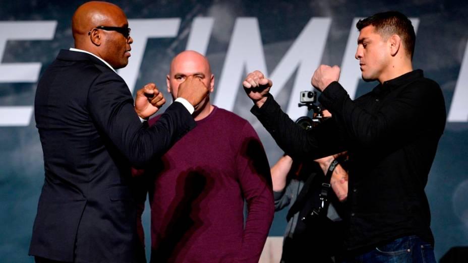 Anderson Silva e Nick Diaz no evento de divulgação da temporada 2015 do UFC, em Las Vegas