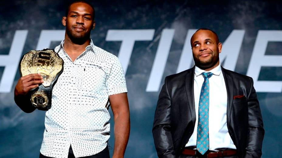 Jon Jones e Daniel Cormier no evento de divulgação da temporada 2015 do UFC, em Las Vegas