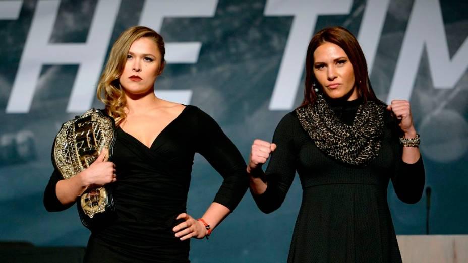 Ronda Rousey e Cat Zingano no evento de divulgação da temporada 2015 do UFC, em Las Vegas