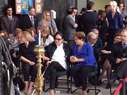 A presidente Dilma Rousseff compareceu ao lado de Maria Leonor de Castro Bastos, mulher de Márcio Thomaz Bastos, no velório do ex-ministro da Justiça, na Assembleia Legislativa do Estado de São Paulo